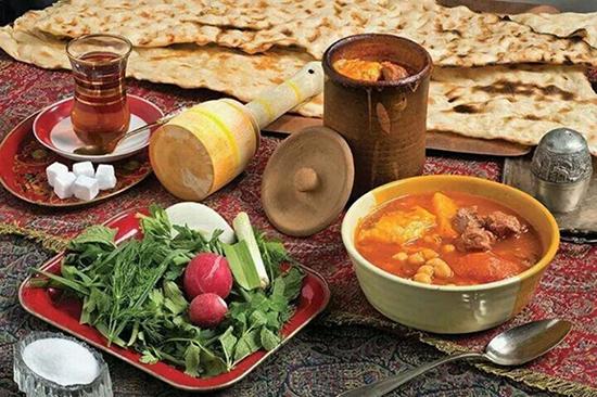 طرز تهیه یخنی نخود؛ آبگوشت خوشمزهی شیرازی